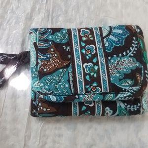 VERA BRADLEY wallet clutch purse w ID slot, zipper